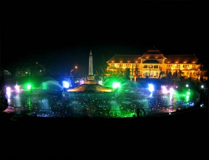 Tugu_Malang_Night_View